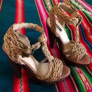 Brand new Shoemint woven platform heals